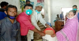 ধুনটে স্বেচ্ছায় গৃহবন্দিরা পেল সরকারি সহায়তা
