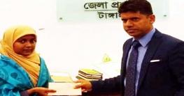 দরিদ্র মেধাবী ছাত্রীর লেখাপড়ার দায়িত্ব নিলেন টাঙ্গাইলের ডিসি