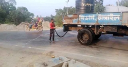 মির্জাপুরে করোনা প্রতিরোধে সড়কে জীবানুনাশক পানি ছিটালো সওজ