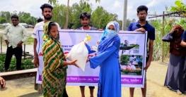 ভূঞাপুরে সরকারি সা'দত কলেজ শিক্ষার্থীদের ত্রাণ বিতরণ