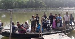 মির্জাপুরে সেতুর অভাবে ঝুঁকি নিয়ে পারাপার