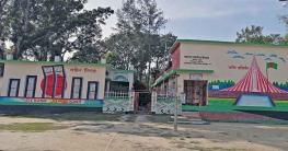 নাগরপুরে করোনার বন্ধেও নিজের স্কুল সাজিয়েছেন দপ্তরী হারুন