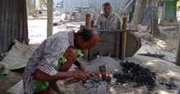 সখীপুরে কামারশালায় ছেলের সহযোগী ৭০ বছর বয়সী মা!