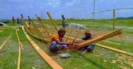 ভূঞাপুরে নৌকা তৈরিতে ব্যস্ত কারিগররা