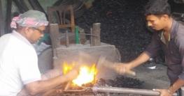 ব্যস্ত সময় পাড় করছে সখীপুরের কামার পল্লী