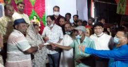 উল্লাপাড়ায় পুজা মন্ডপে অর্থ ও শাড়ি তানভীর ইমাম এমপি'র বিতরন